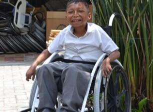 Guatemala Junge im Rollstuhl