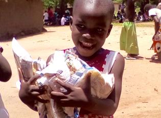 Malawi M?dchen mit Reis - Hoffnung f?r Kinder