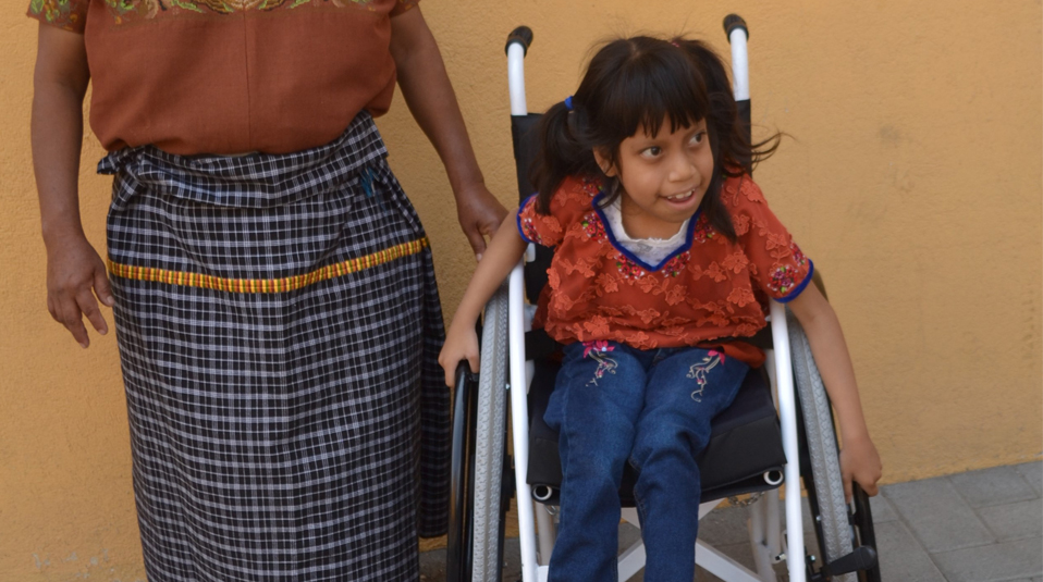 Guatemala Kind im Rollstuhl