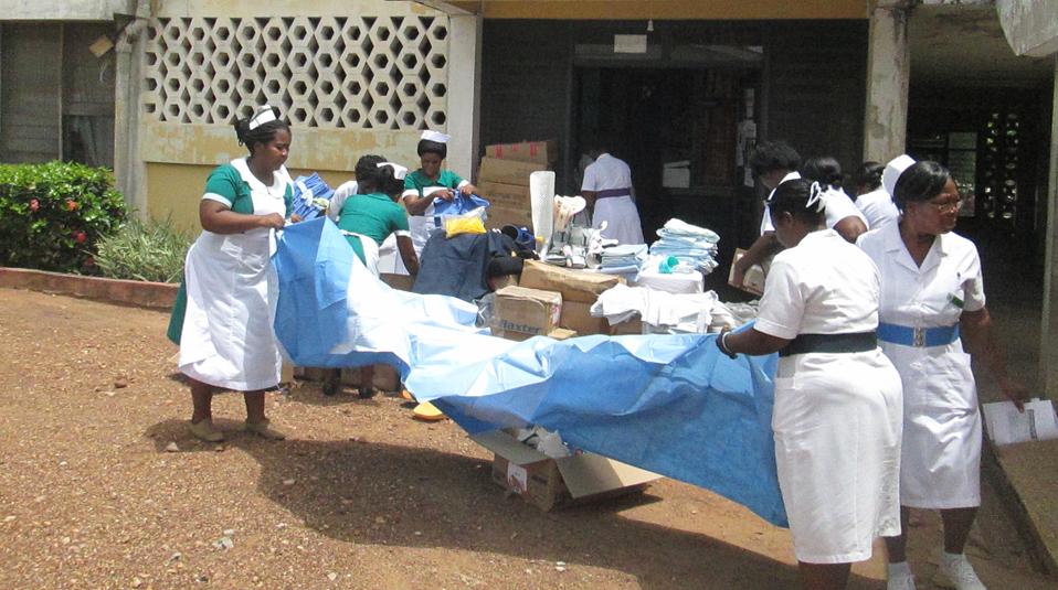 Liberia Klinik erhaelt Hilfslieferung von CHF