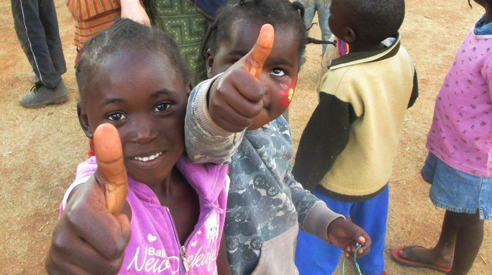 Hilfsgueter fuer Afrika von Hoffnung fuer Kinder