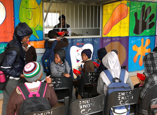 Suedafrika Kinder im Township
