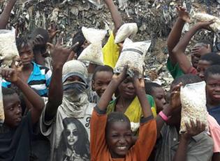 Mosambik Kinder leben im M?ll