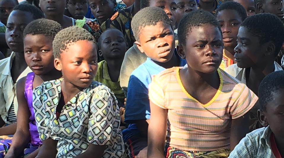 gefl?chtete Kinder im S?dsudan Hoffnung f?r Kinder Hilfsprojekt