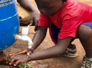Corona Schutz Händewaschen Afrika