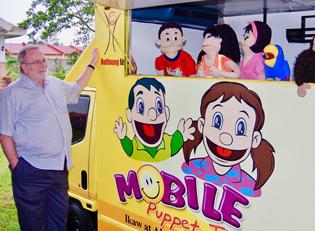 Hoffnung fuer Kinder Puppenspieler Wagen Manila