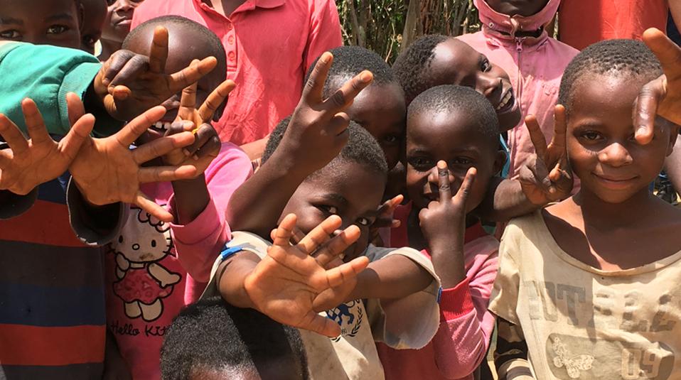 Nahrungslieferungen an Waisenhaus in der DR Kongo